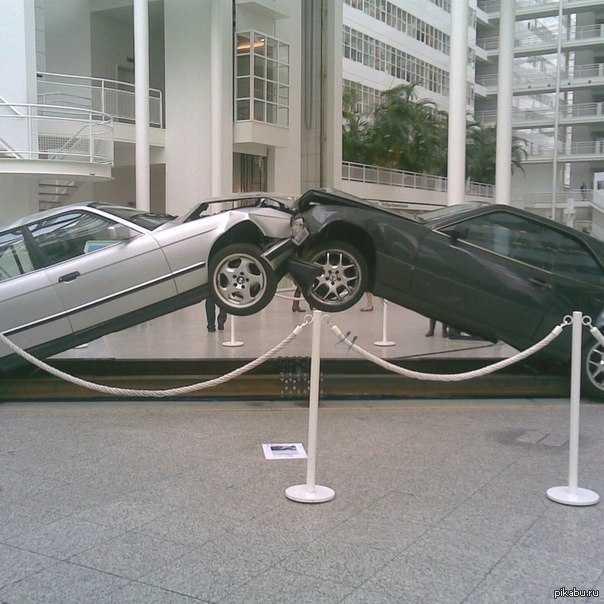 Памятник противостоянию между BMW и Mercedes » SFW - So Fucking What