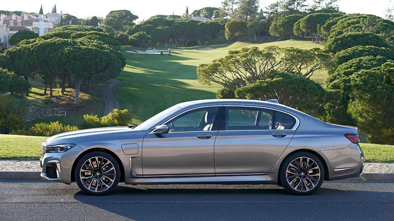 Рестайл BMW 7-Series 2019-2020 (G11 / G12) цена, технические характеристики, фото, видео тест-драйв