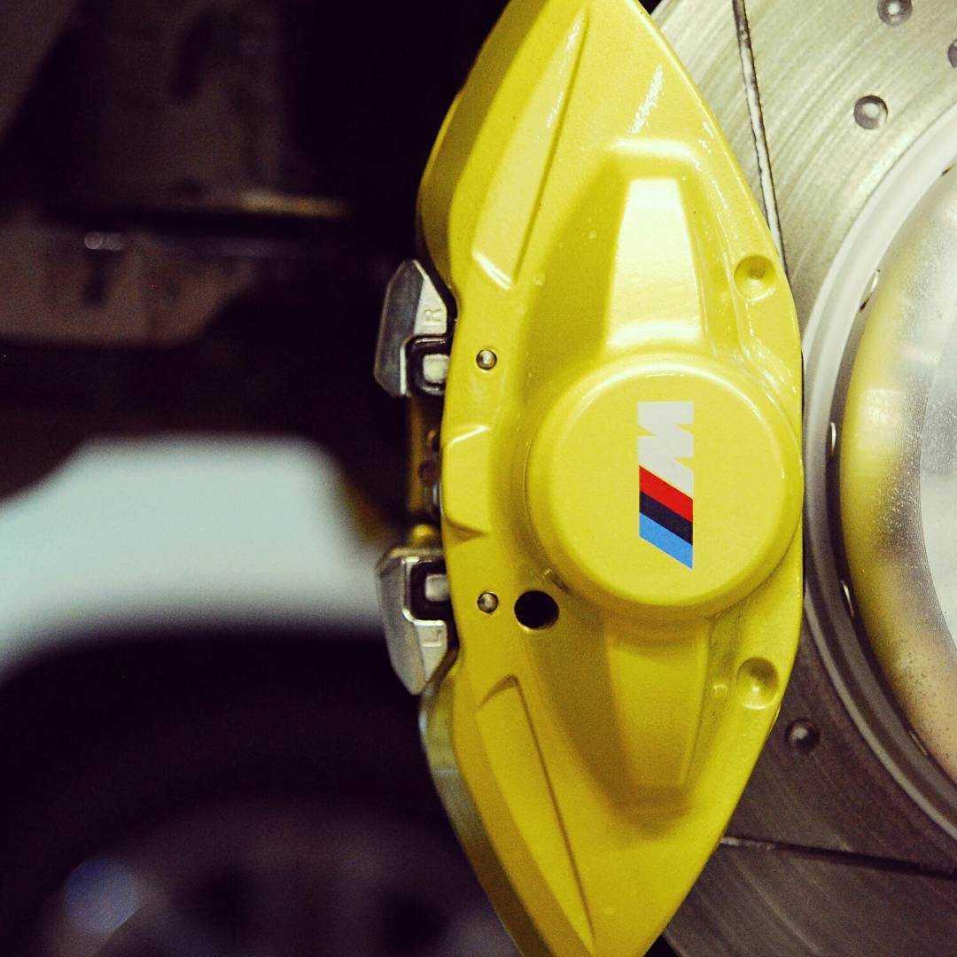 Замена колодок на BMW E60 (полная фото инструкция)