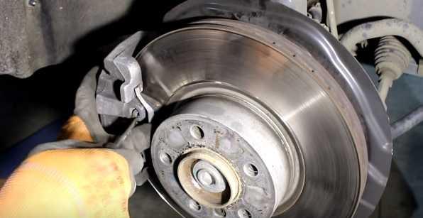 BMW X3 замена передних тормозных колодок и дисков, фото и видео урок