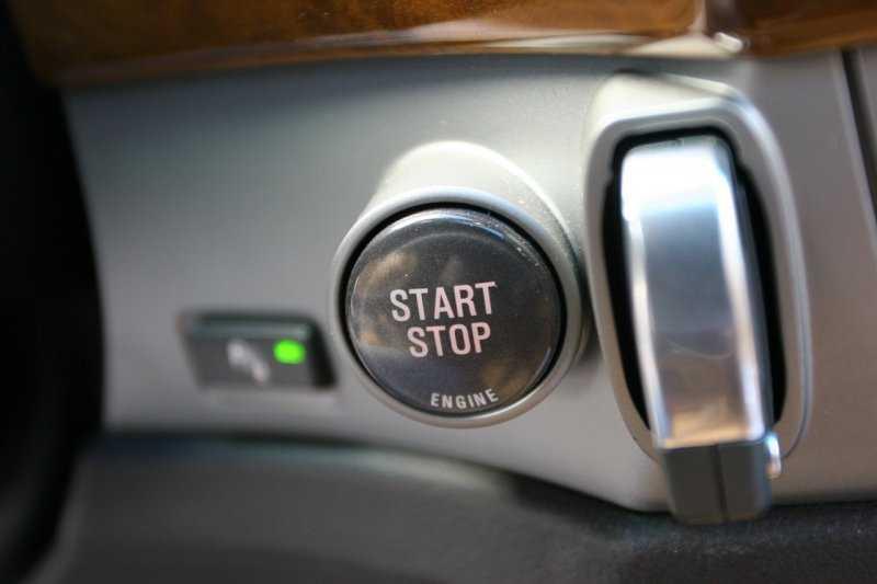 Для чего на многих машинах имеется кнопка Start/Stop Engine