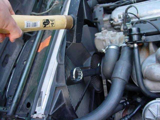 Ремонт БМВ 5 : установка и натяжение приводного ремня генератора. BMW 5 (E34)