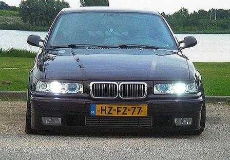 Видеоролик по снятию и замене штатной магнитолы на BMW E36