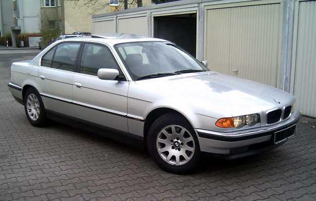 Блок предохранителей и реле BMW 3 E36