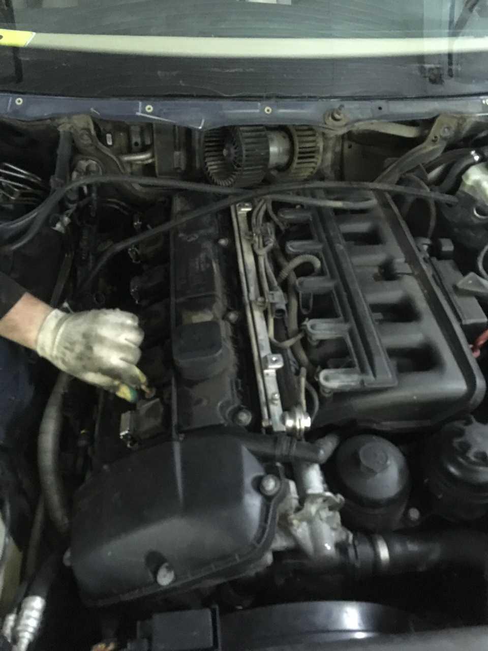 Ремонт БМВ 3 : Снятие и установка вентилятора отопителя BMW 3 (E46)