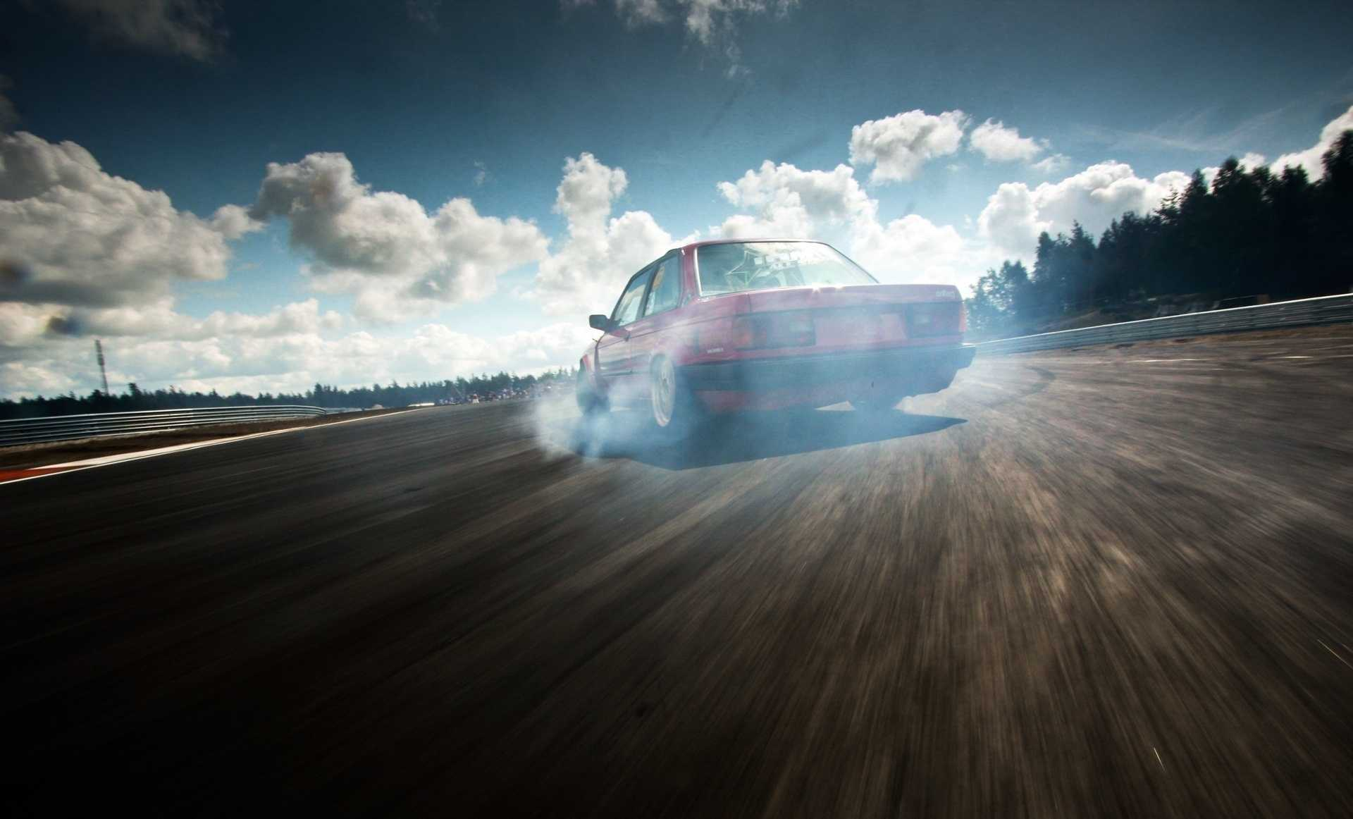 Учимся правильно работать рулём игазом надрифт-курсе BMW — ДРАЙВ