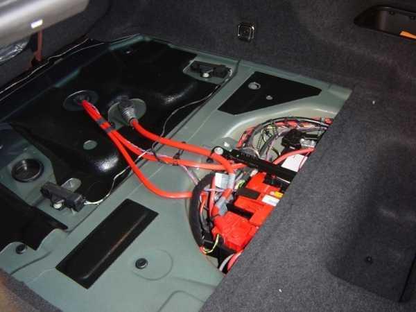 Замена аккумуляторной батареи BMW 5 F10 в картинках